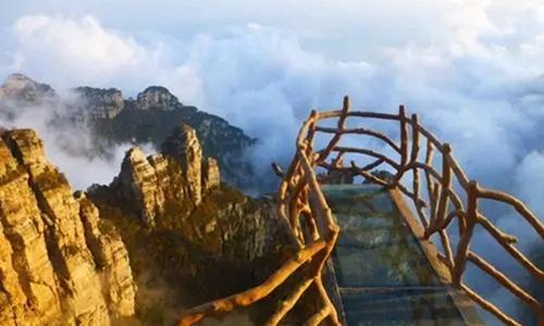 白石山总经理黎志曾是黄山风景区管委会副主任,黄山旅游发展股份有