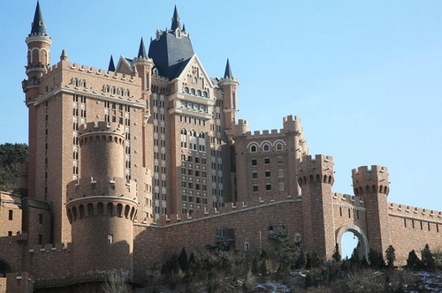 一方城堡下的风景