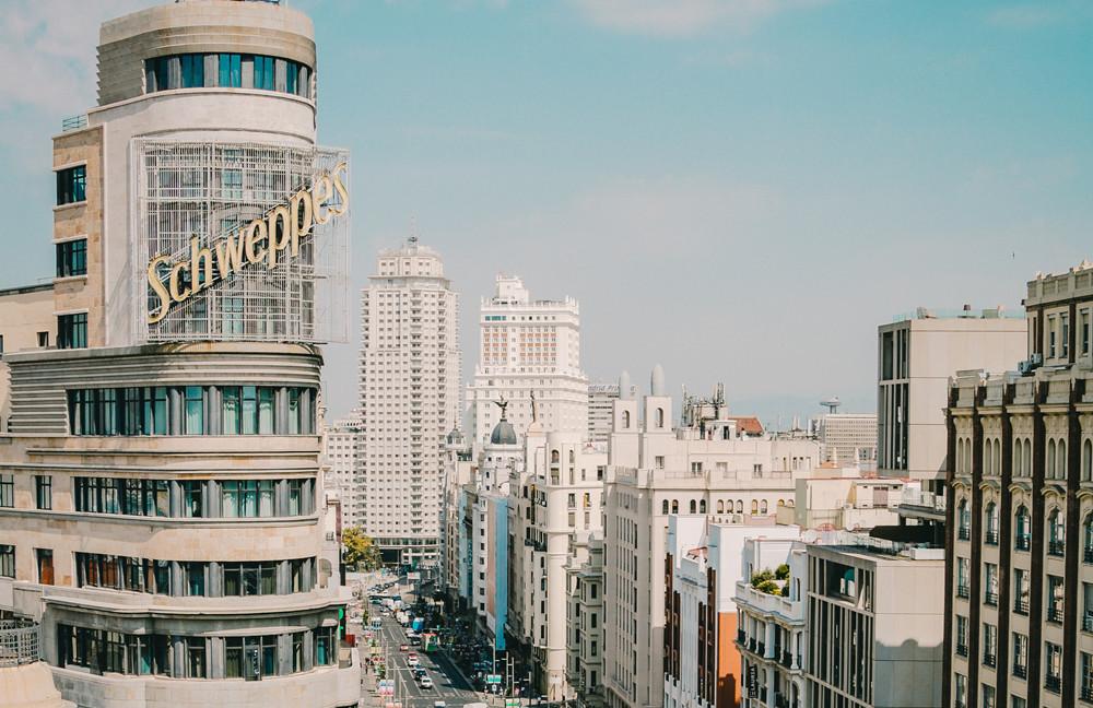 旅游酒店板块早盘表现强势 腾邦国际、凯撒旅业收获涨停