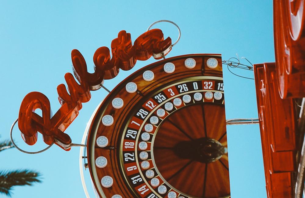 横店影视城开始预约3月31日后门票,套票、酒店均半价