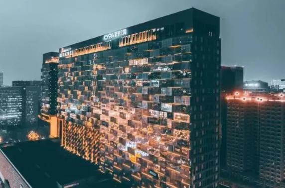新派成都旗舰店开业,继北京CBD旗舰店后打造的又一地标式建筑