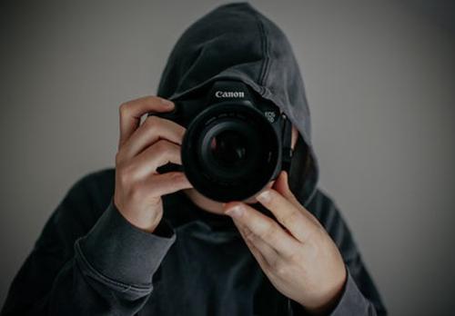 大学城酒店被曝插座暗藏摄像头:正对着床 拍了14G视频