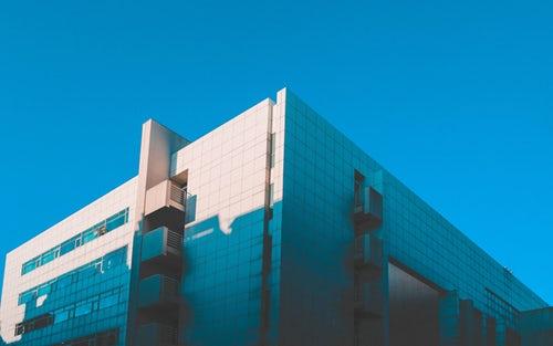 连亏4年的复星旅文发布盈利预告 靠房地产销售回笼70亿元
