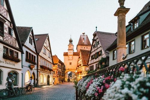 文化和旅游部:许可18家旅行社经营出境游业务
