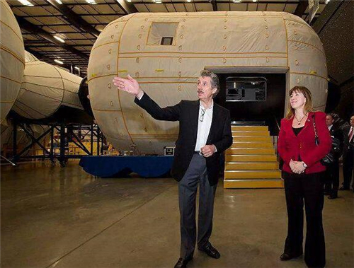 70岁老头的事业:在外太空住酒店将不是梦