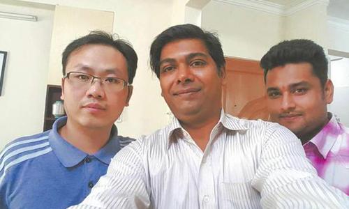 四川小伙辞掉10万年薪工作 在孟加拉开酒店
