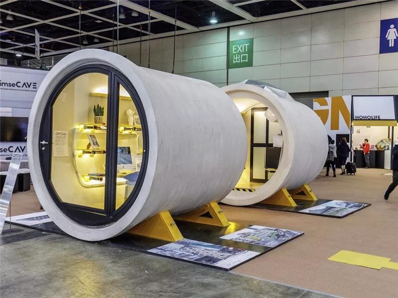 如何解决住房难?香港建筑师推出水泥管公寓房,舒适又经济。这个水管屋由两段水泥管道组成,直径为2.5米,使用面积大约1,000平方英尺,适合一到两个人生活。