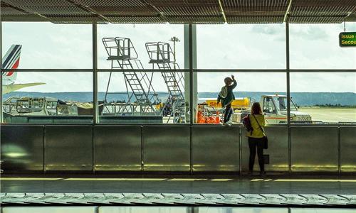 人民日报评论:3000元飞机退票费 伤了谁的心?
