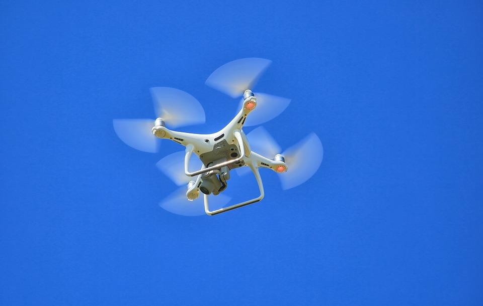 MIT自主无人机可避开行人实现安全飞行