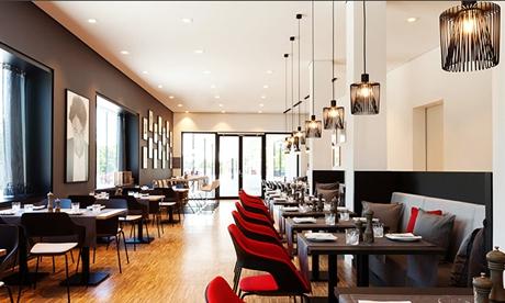 德国徕卡酒店开幕 客房壁纸都是Leica相机设计草图!