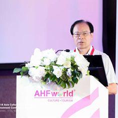 全国工商联副秘书长、中国民营经济研究会常务副会长 王忠明