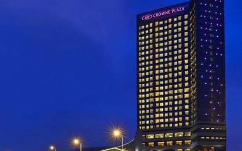 大连体育中心皇冠假日酒店8月28日开业