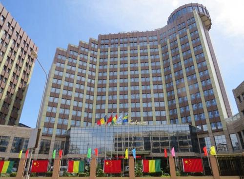 几内亚铂瑞卡鲁姆酒店开业