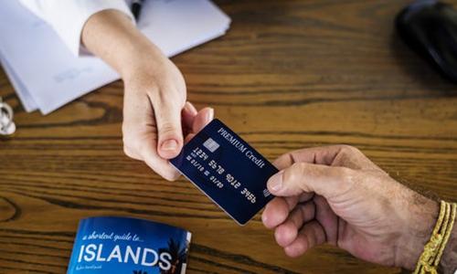 """去哪儿网回应""""假信用卡购票""""事件:代理商问题所致 目前已下架"""