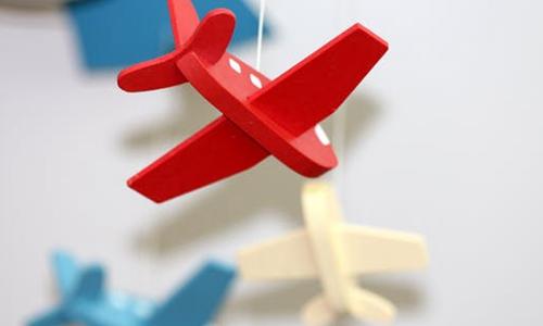 东方航空前三季度净利润同比下降43.27%