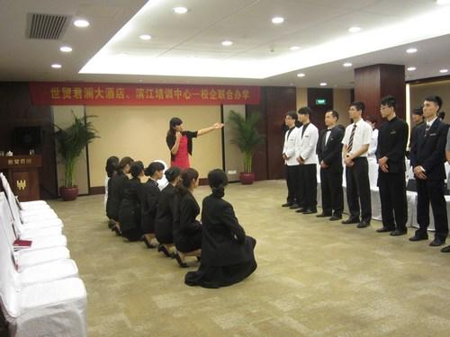图一:礼仪及形体气质训练课程