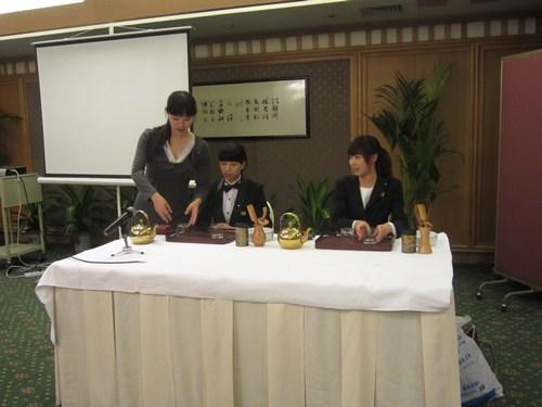 图三:初级茶艺师考证前的实操训练