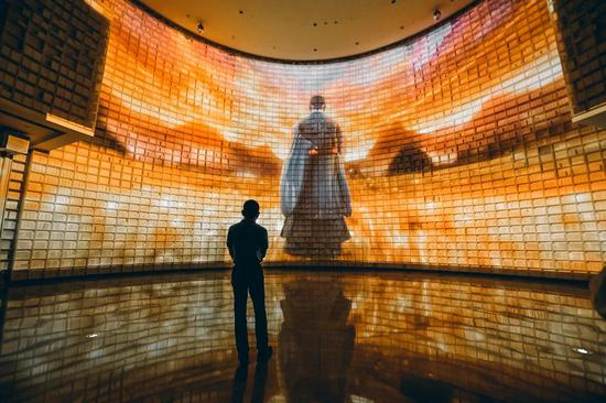 梁建章参观孔子博物馆