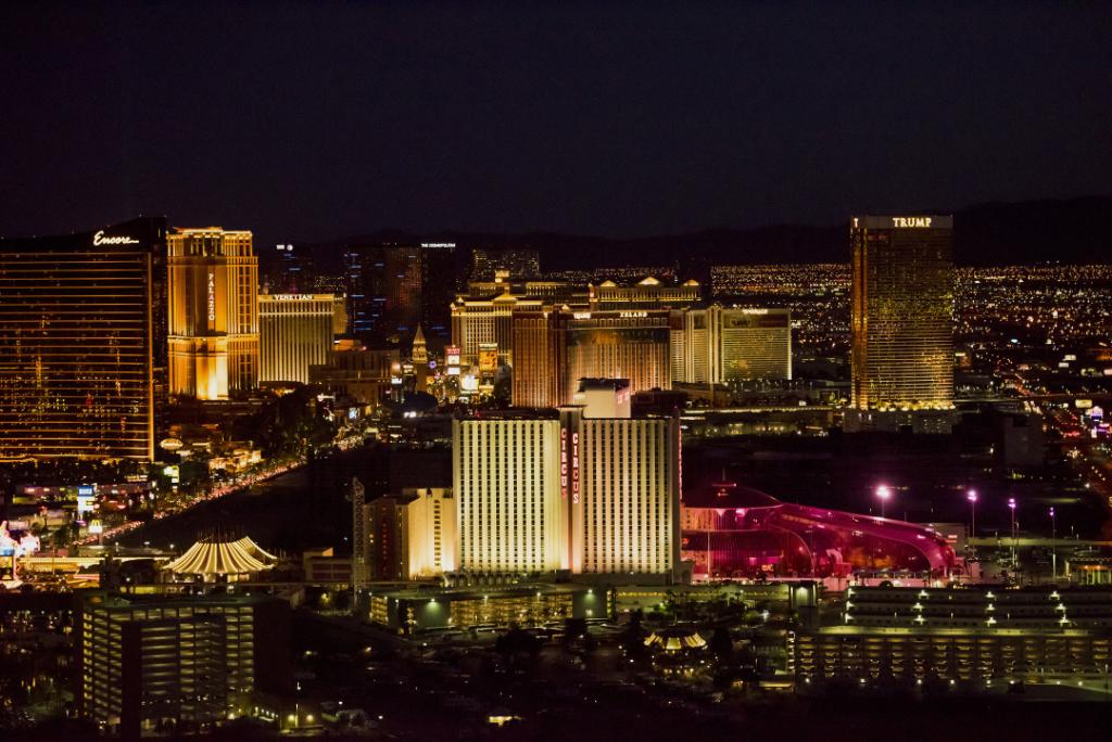 The-Circus-Circus-Hotel-Casino-front-center-in-Las-Vegas.-Photographer-David-Paul-Morris-Bloomberg.jpg