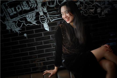 欧悦(Ou Yue)在W酒店餐厅手绘墙(肖可霄摄).jpg
