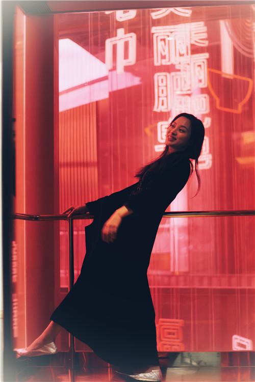 欧悦(Ou Yue)在W酒店电梯内(肖可霄摄).jpg