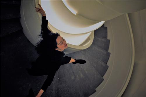 欧悦(Ou Yue)在W酒店SPA区旋转楼梯(肖可霄摄).jpg