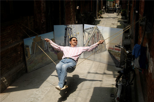 """""""外白渡桥@摇"""",主角是画家方艺。2009年4月22日肖可霄拍摄于塘沽路里弄.jpg"""