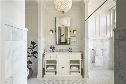 伦敦菲茨罗伊金普顿酒店提供大瓶装洗浴用品 2.jpg