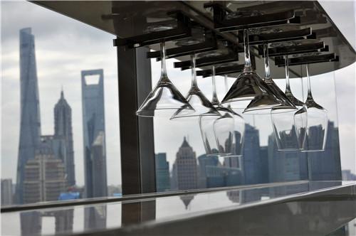 酒杯,是W酒店客房重要设计元素(肖可霄摄).JPG
